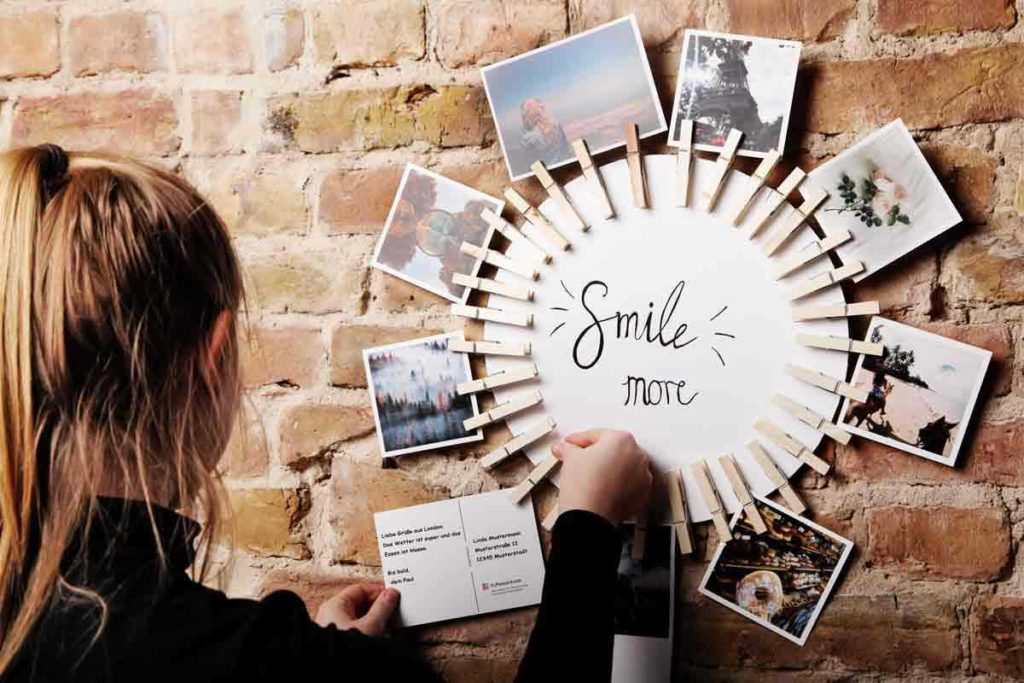 Simple picture frames as personalized decoration