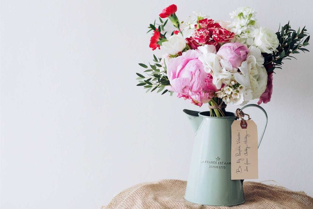 How to Pick a Mother's Day Greeting Card She'll Love
