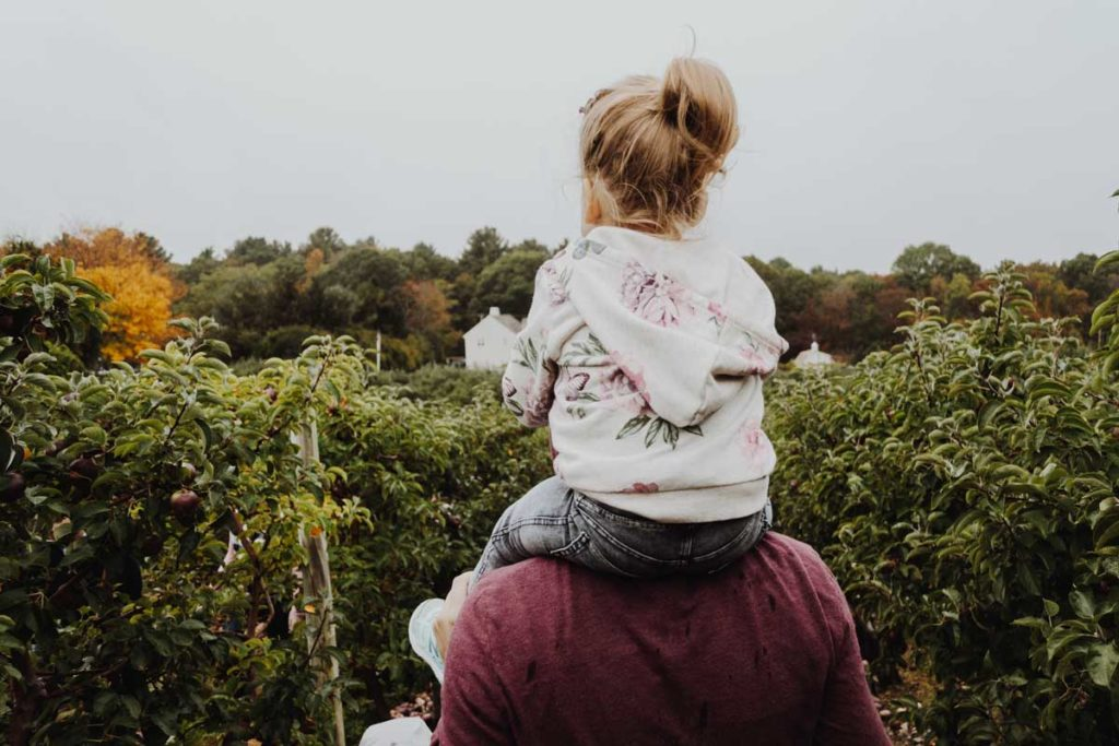 Dad and daughter discover the nature - the best dad blogs worldwide