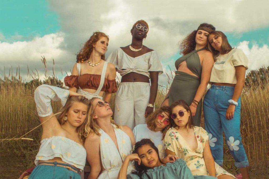 Gruppe von jungen Frauen