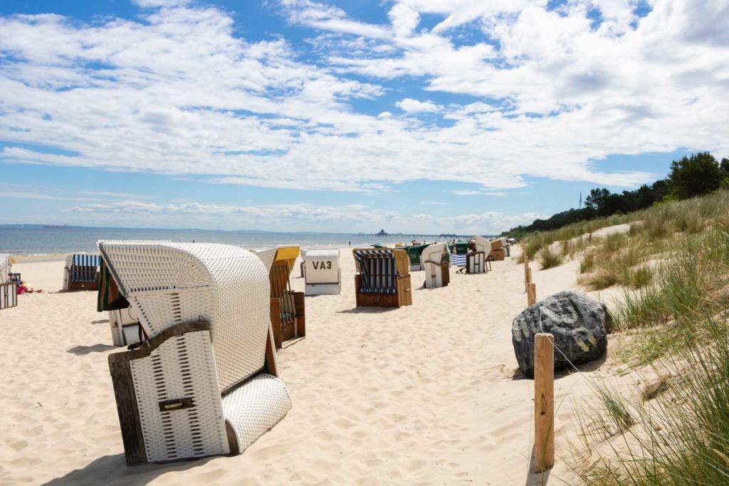 Ostseestrand mit Strandkörben für Urlaub an der Ostsee