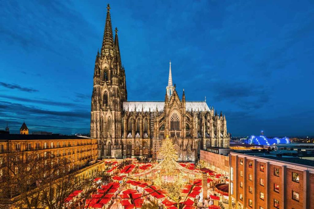 Cathedral of Cologne with Christmas market