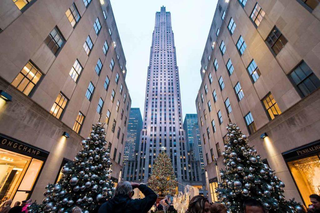 Rockefeller Plaza in New York mit Weihnachtsbeleuchtung