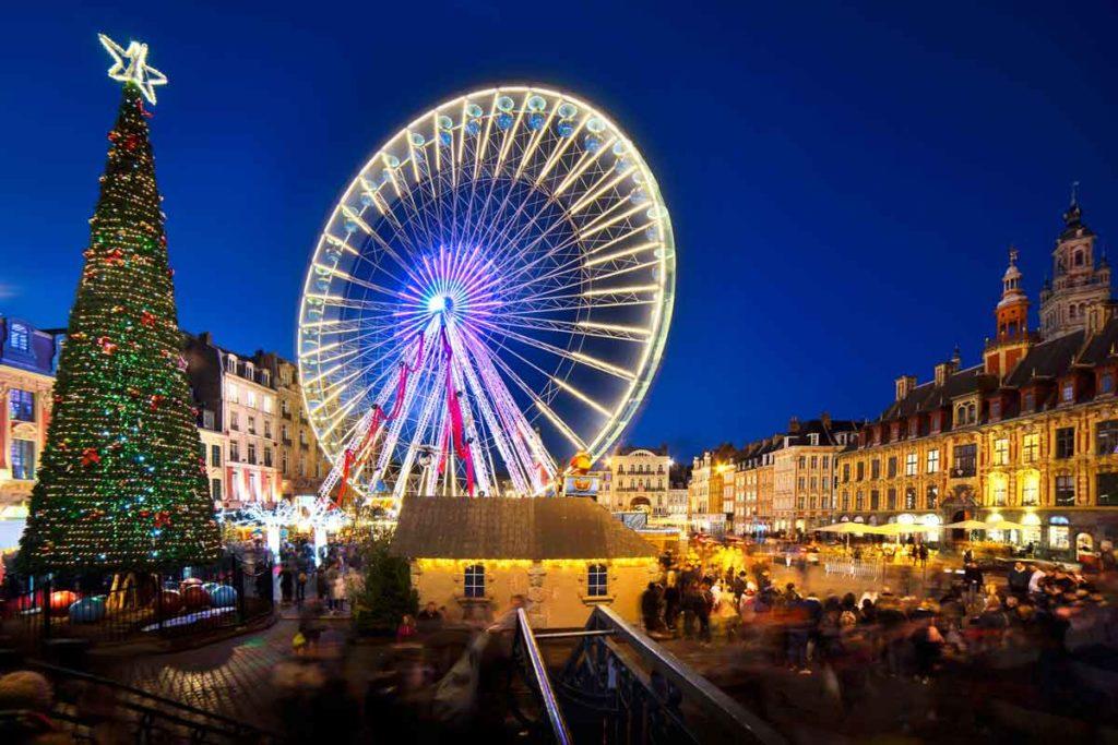 Riesenrad auf Weihnachtsmarkt in Lille, Frankreich