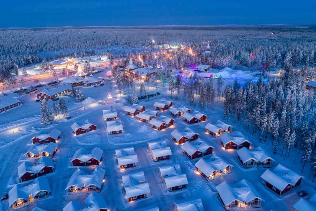 Blick über Rovaniemi, Finnland während der blauen Stunde