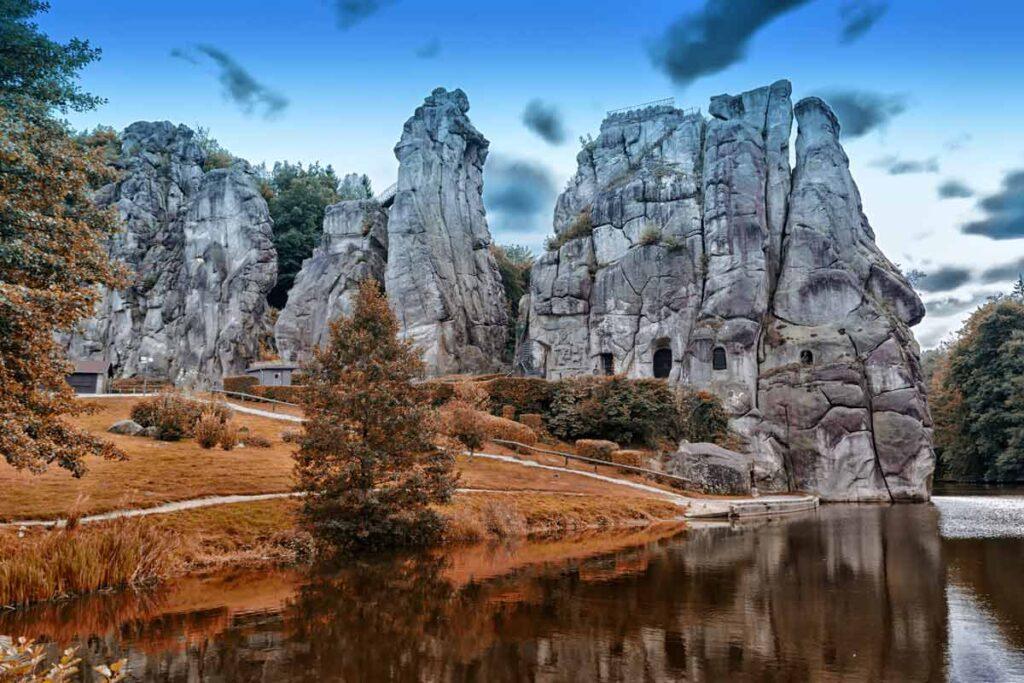 Dramatische Steine in der Natur