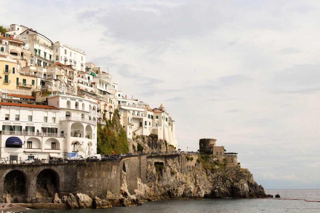 An der Amalfi Küste in Italien endet diese Roadtrip in Europa