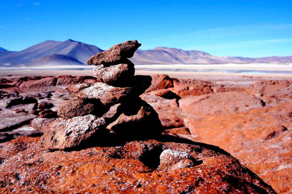 Desert in Südamerika mit rot und blau Farben